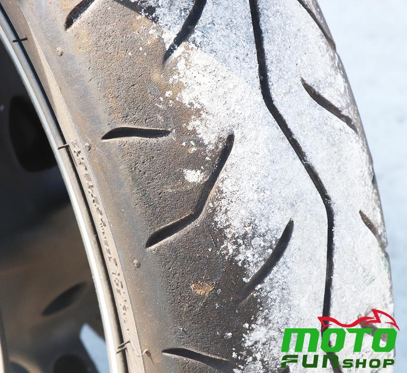 TMAX 實車照 前輪胎痕