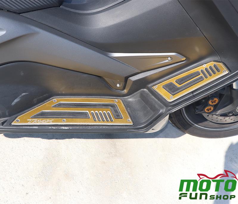 TMAX 實車照 右置腳踏板