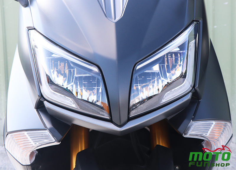 TMAX 實車照 大燈