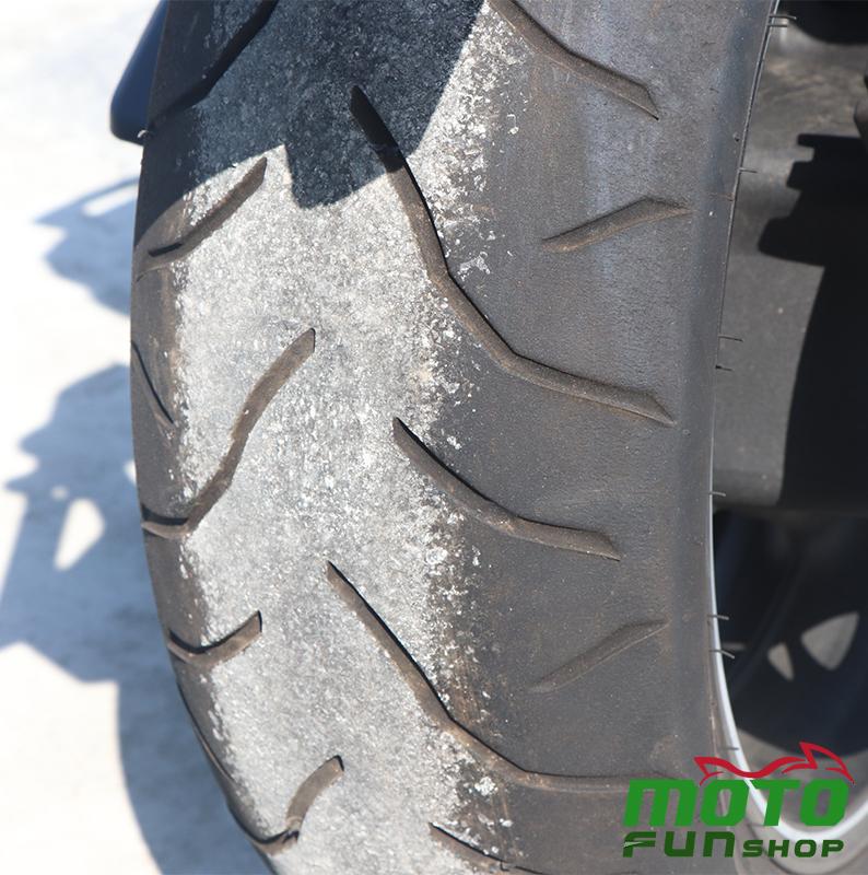 TMAX 實車照 後輪胎痕