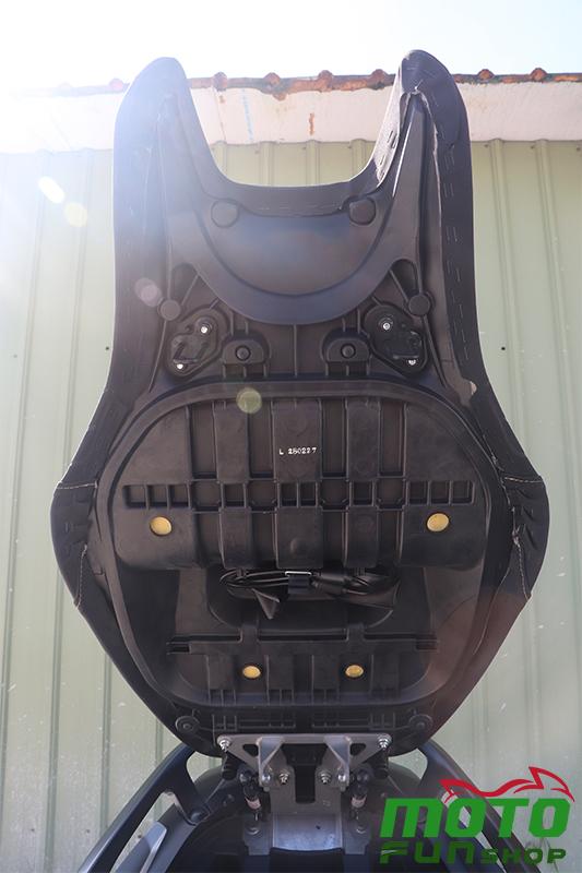 TMAX 實車照 椅墊-1