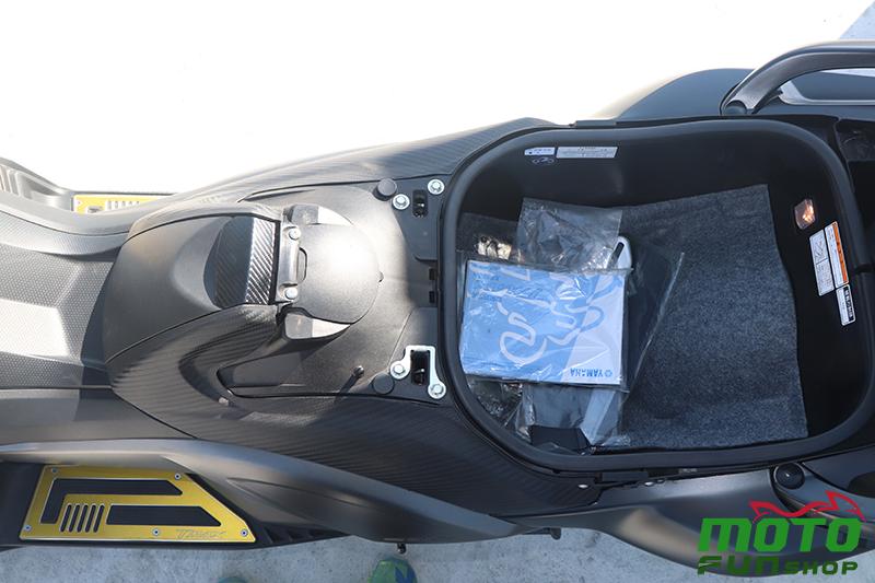TMAX 實車照 車廂 腳踏板 油箱蓋